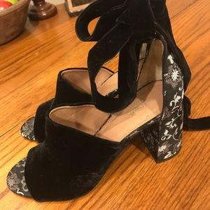 ❤️ Lewit Velvet & Floral Ribbon Wrap Mules Sandals